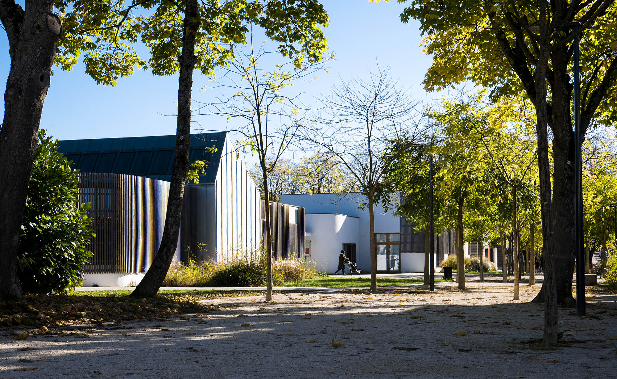 Chouette-architecture-EXTENSION-DES-ÉCOLES-MATERNELLE-ET-ÉLÉMENTAIRE-DU-GROUPE-SCOLAIRE-MONTMUZARD-Dijon-2000-5