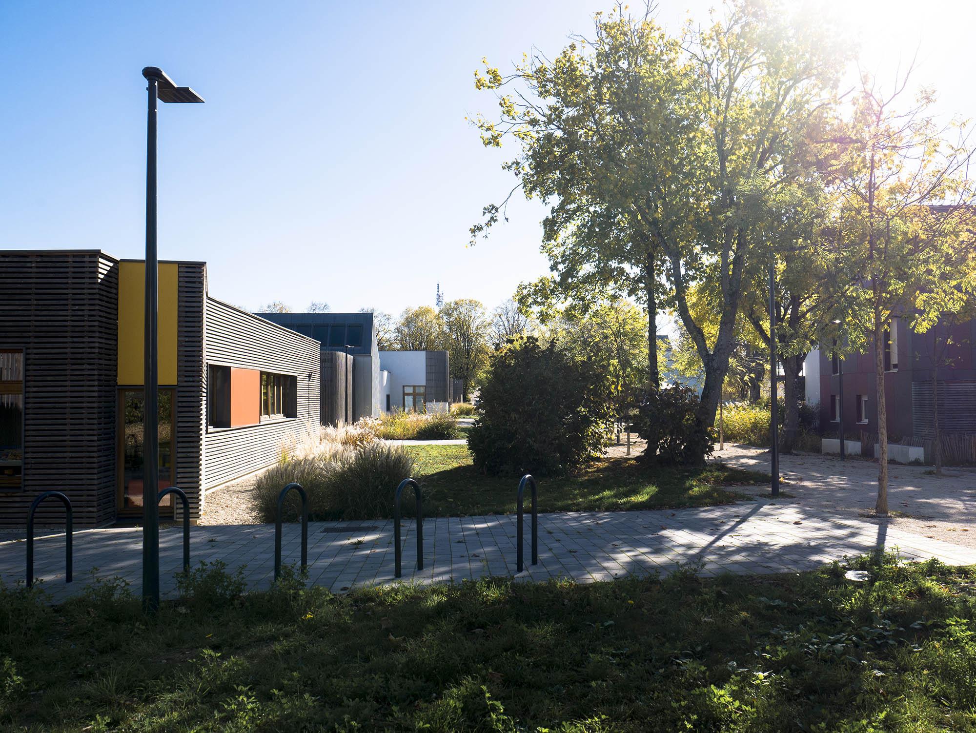 Chouette-architecture-EXTENSION-DES-ÉCOLES-MATERNELLE-ET-ÉLÉMENTAIRE-DU-GROUPE-SCOLAIRE-MONTMUZARD-Dijon-2000-7