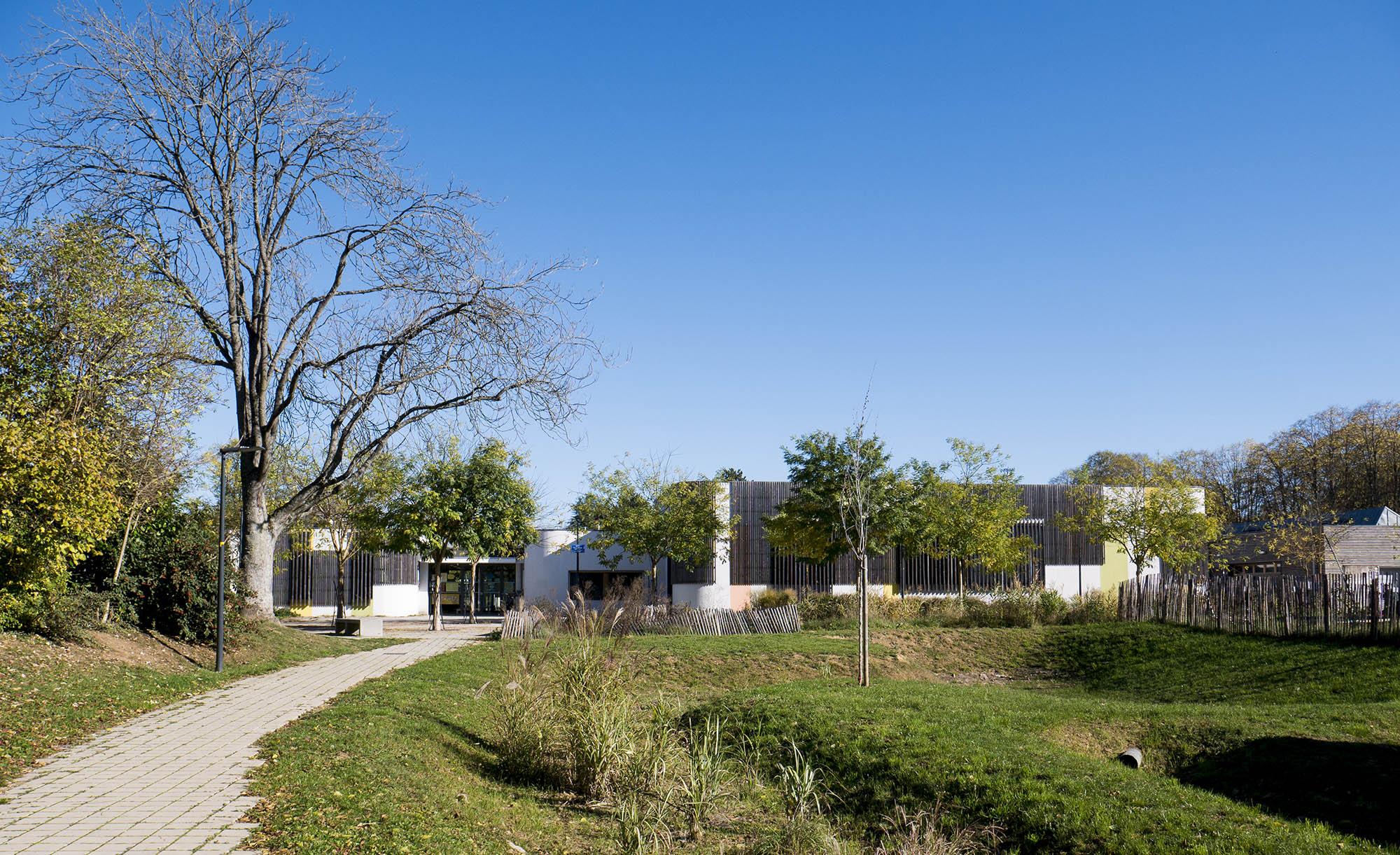Chouette-architecture-EXTENSION-DES-ÉCOLES-MATERNELLE-ET-ÉLÉMENTAIRE-DU-GROUPE-SCOLAIRE-MONTMUZARD-Dijon-2000-8