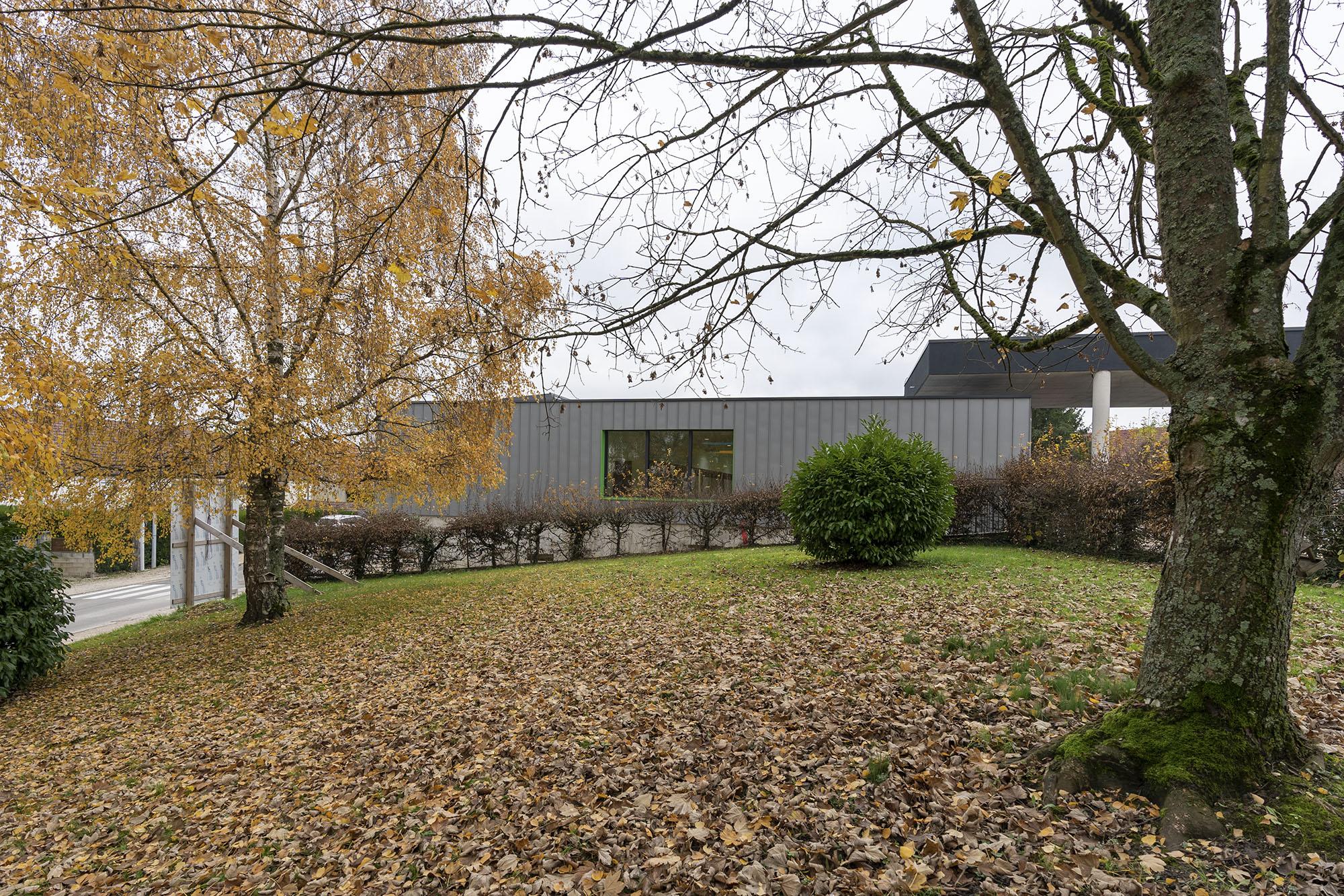 Chouette-architecture-école-élémentaire-Saint-Seine-en-Bâche-2000-8